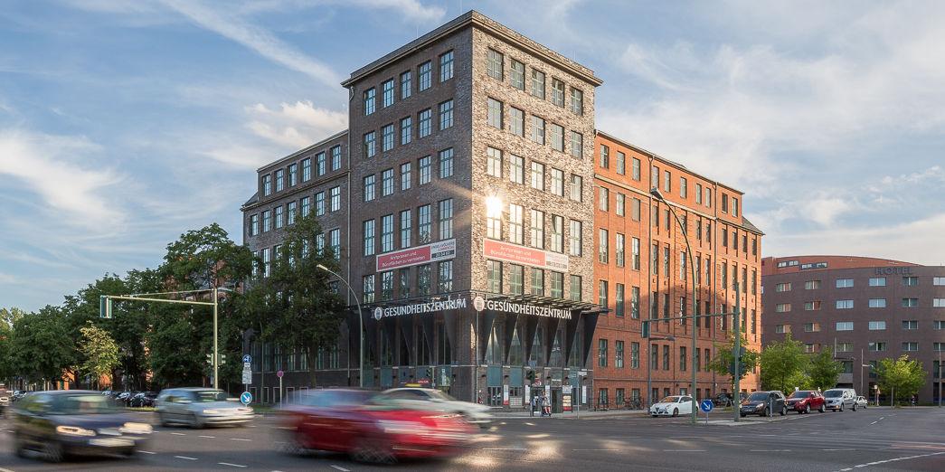 Außenansicht S IMMO Gebäude in der Berliner Straße in Berlin